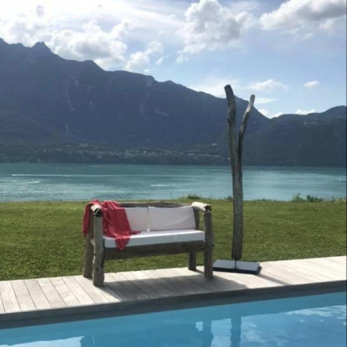 photo canapé et fond lac